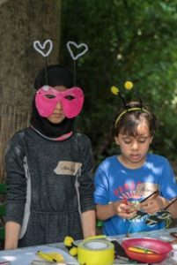 SUMM - Eine Abenteuerreise ins Bienenland - 2 Kinder basteln Bienenmasken