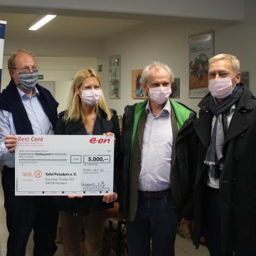 E.ON SE - Aus Restcents werden 5000 EUR für die Tafel Potsdam